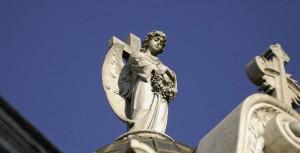 angel-statue-recoleta-cemetary-wikimedia-1210x620-fill